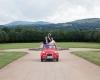 Mariage champêtre à Clermont Ferrand avec une deudeuche rouge, photographe de Toulouse, Cygne Noir Studio